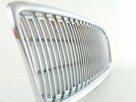 Volvo V50. priekines groteles- juodos chrom