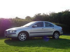 Volvo S60. Masina dalimis