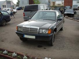 Mercedes-benz 190 dalimis. Taip pat superkame