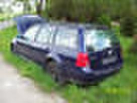 Volkswagen Bora dalimis. Yra ir sedanas.
