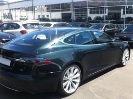 Tesla Model S dalimis.   bene