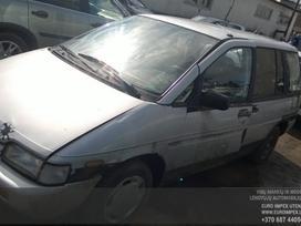 Nissan Prairie dalimis. Automobilis ardomas