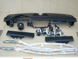 Porsche Panamera panelė, oro pagalvės, saugos diržai
