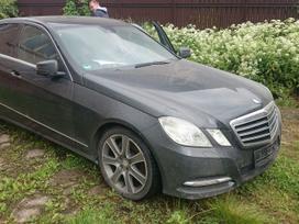 Mercedes-benz E300 dalimis. Kėbulas su