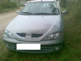 Renault Megane dalimis.  s.batoro