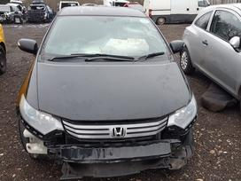 Honda Insight dalimis. Automobilis ardomas