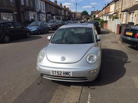 Volkswagen Beetle dalimis. Yra visas priekis
