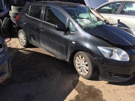 Toyota Auris. Europa dauztas priekinis kairys kampas