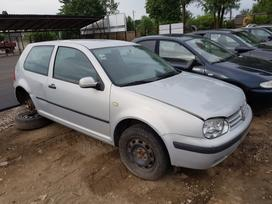 Volkswagen Golf dalimis. Prekyba