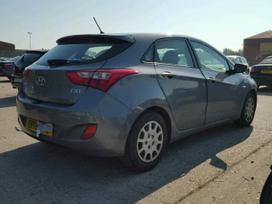 Hyundai i30 dalimis. Yra priekinio bamperio