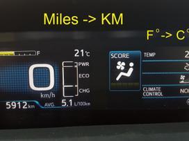 Toyota Prius. Navigacijos. mylios į km.