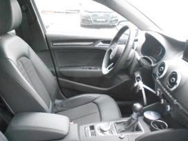 Audi A3. Juodas pusiau odinis salonas juodos