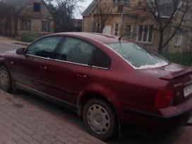 Volkswagen Passat. Dalimis. .. yra vebastų... yra ratlankiai su