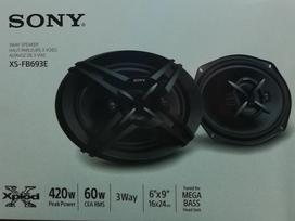 -Kita- Sony, garsiakalbiai
