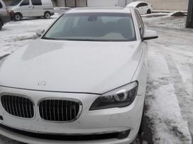 BMW 750, 4.4 l., sedanas