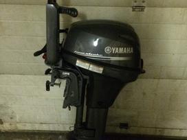 Yamaha Four store, keturtakčiai pakabinami