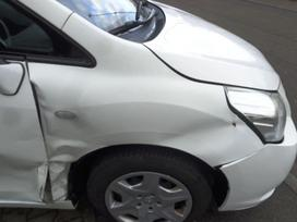 Toyota Verso dalimis