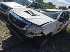Toyota Hilux dalimis. Automobilis ardomas