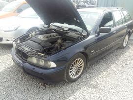 BMW 530 dalimis. Automatas tvarkingas  juodos lubos tv navi