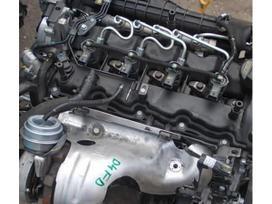 Kia Sportage. Tik variklis ir dalys aplink varikli