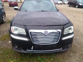Chrysler 300c dalimis. Yra ir 5.7