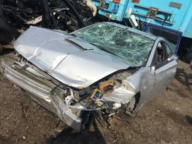 Toyota Celica dalimis. Automobilis ardomas