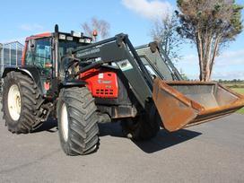 Valtra 8550 su Quicke 695 frontaliniu, traktoriai