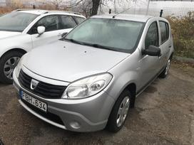Dacia Sandero dalimis