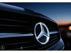 Mercedes-benz -kita- dalimis. šviečianti