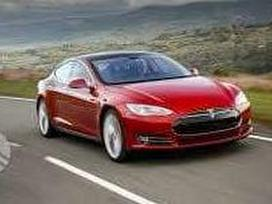 Tesla Model S dalimis. Originalios naudotos