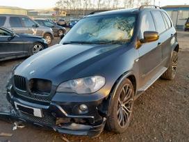 BMW X5. Ardomas dalimis.