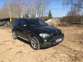BMW X5. 7 vietos
