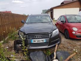 Audi Q7 dalimis. Siunciam i kitus miestus