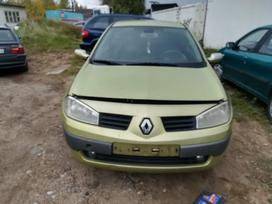 Renault Megane dalimis. Automobilis ardomas