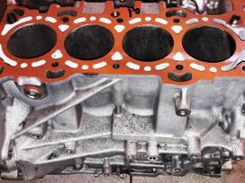 Mazda Mx-5 variklio detalės