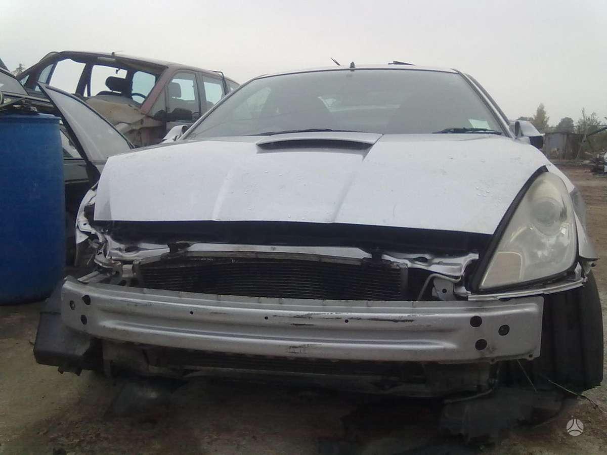Toyota Celica dalimis. Superkame defektuotus automobilius