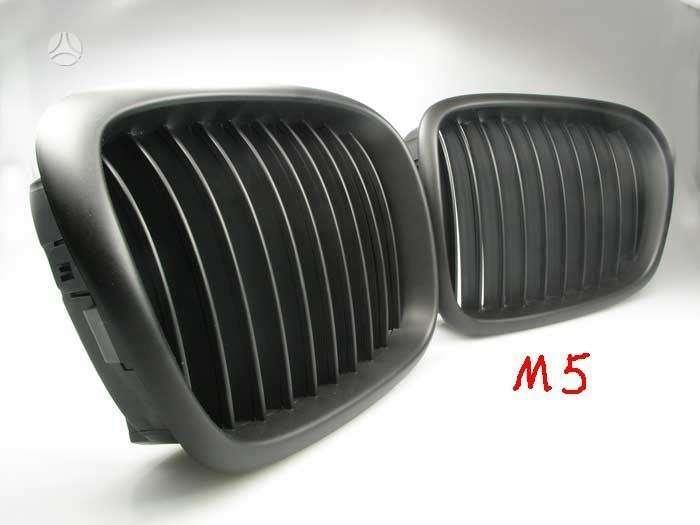 BMW M5. Parduodamos naujos tuning dalys. priekines m5 groteles