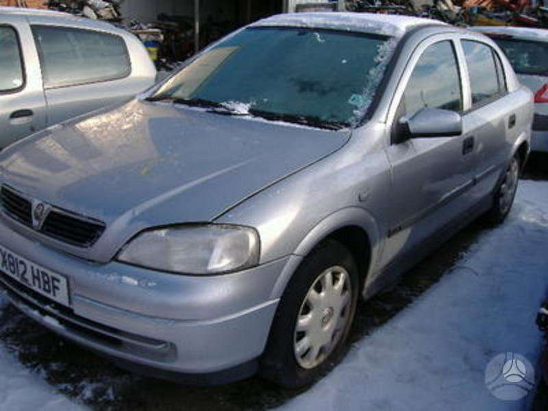Opel Astra. Nuotraukos atitinka automobilį, kurį ardome –