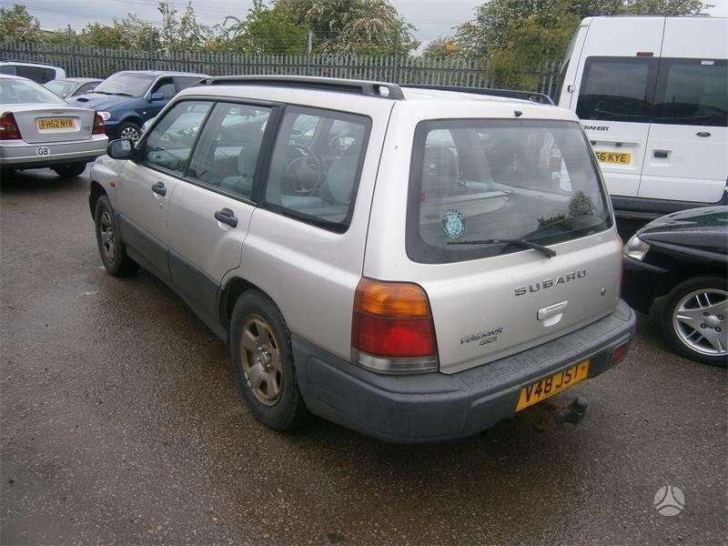 Subaru Forester dalimis. Galimas detalių siuntimas i kitus