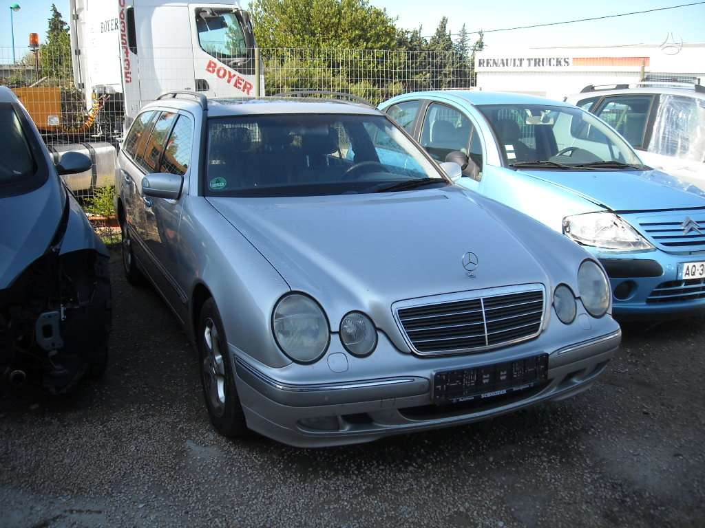 Mercedes-Benz E320 dalimis. Odinis salonas. iš prancūzijos.