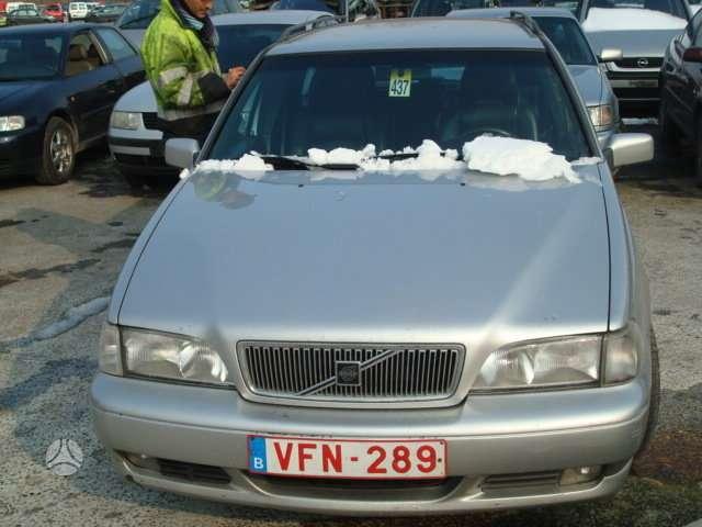 Volvo V70. Automobilis is italijos.geras variklis ir pavaru deze.