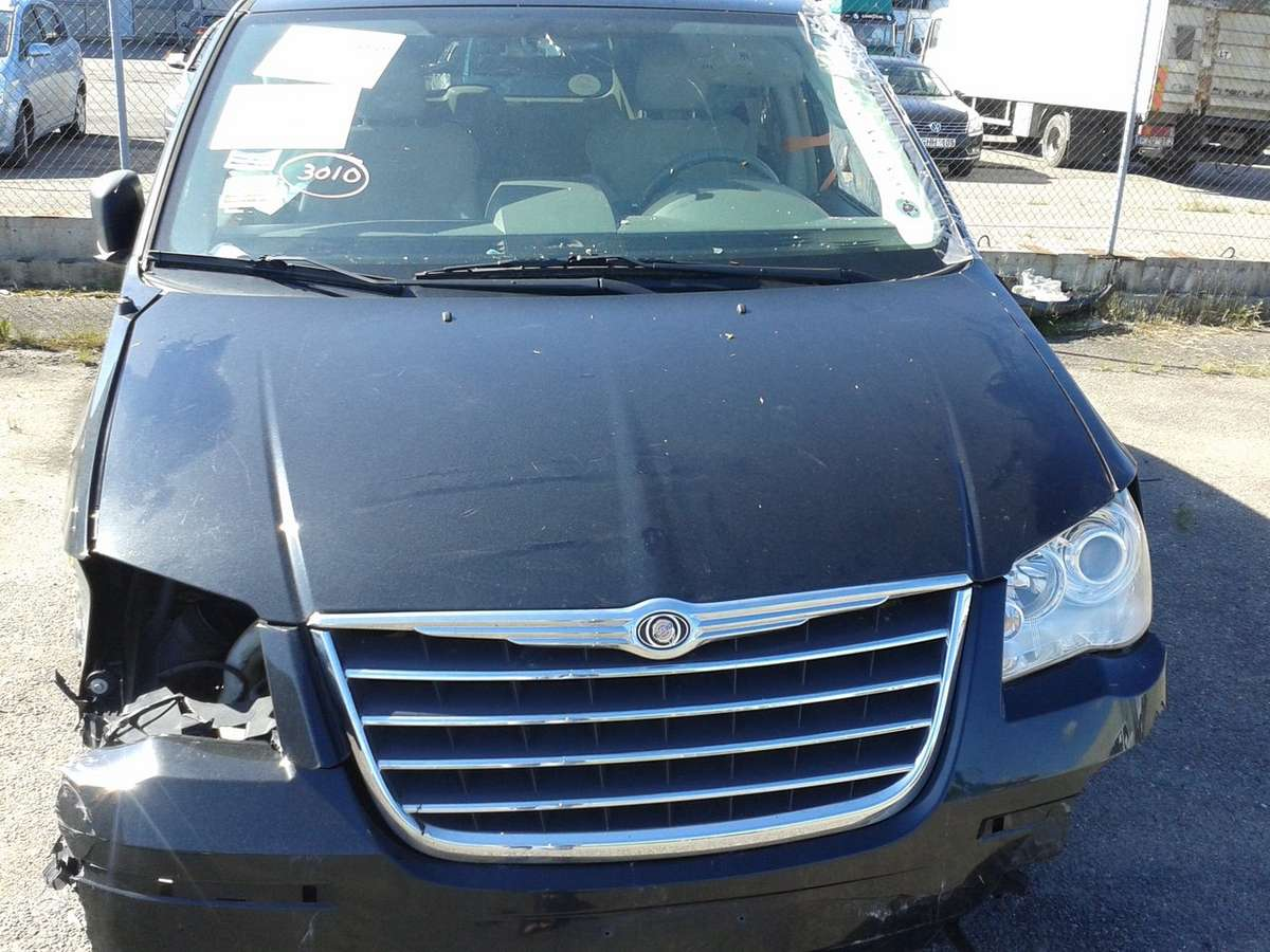 Chrysler Town & Country. Limited