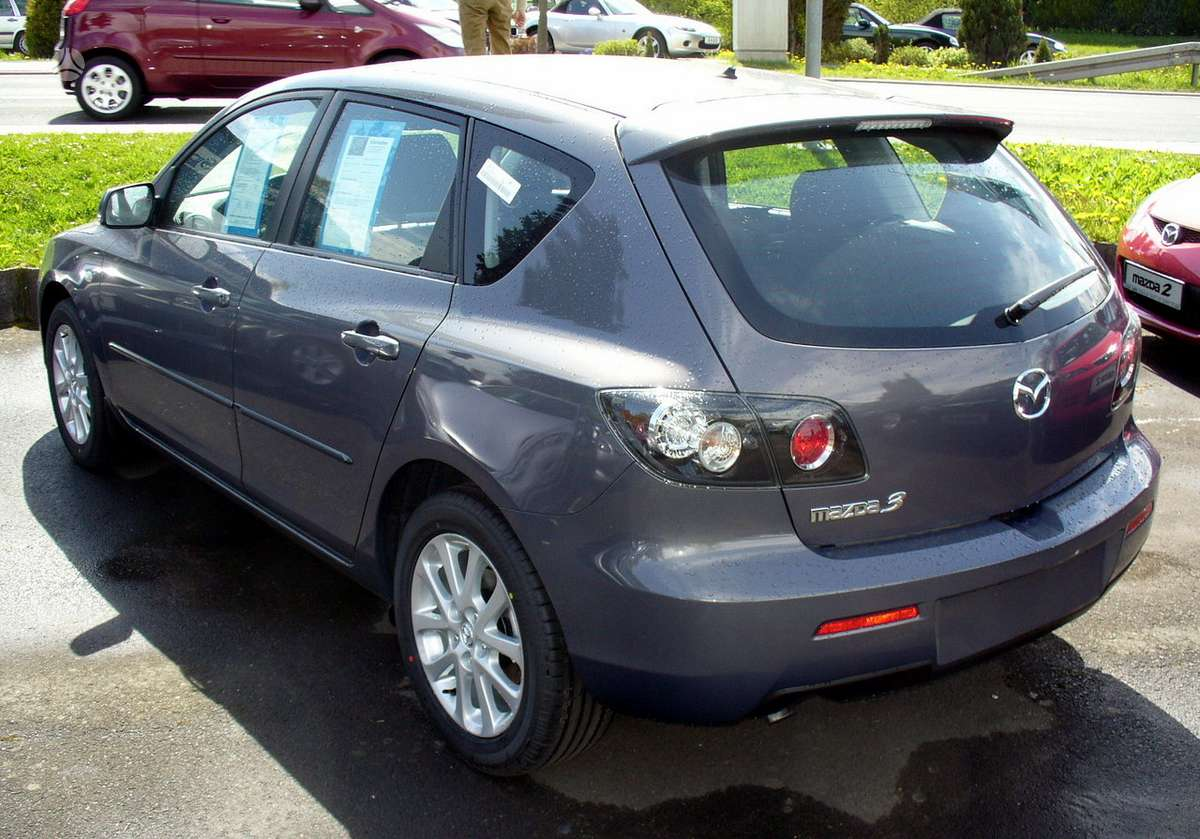 Mazda 3. Naudotu ir nauju japonisku automobiliu ir mikroautobusu