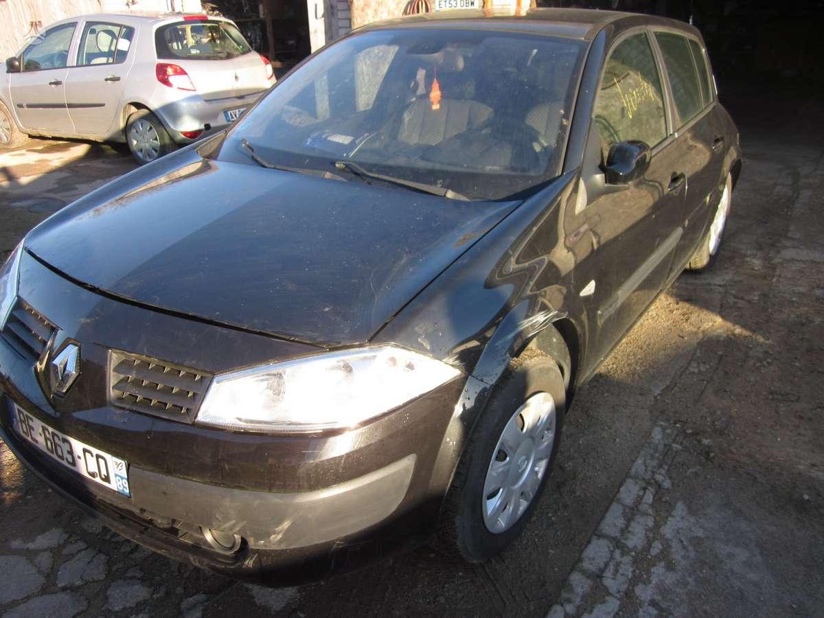 Renault Megane.  galimas pristatymas yra variklis ir dalimis