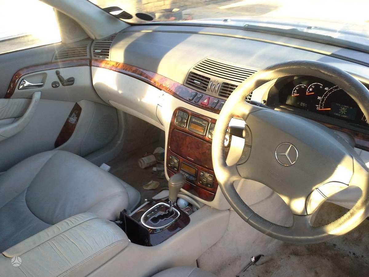 Mercedes-Benz S klasė dalimis. Turime daugiau ardomų automobilių.