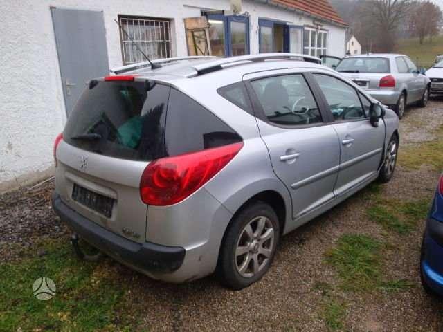 Peugeot 207 dalimis. Turime ivairiu prancuzisku automobiliu