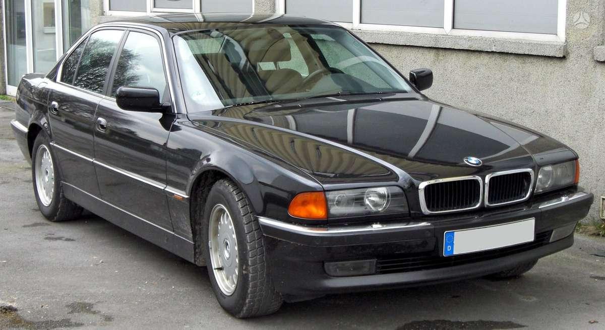 BMW 750 dalimis