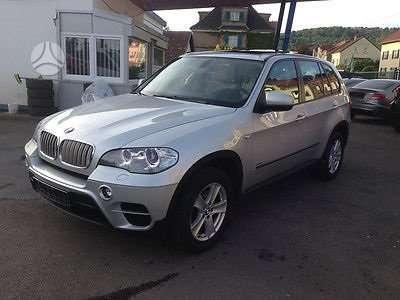 BMW X5 dalimis. Turime daugiau ivairiu modeliu automobiliu