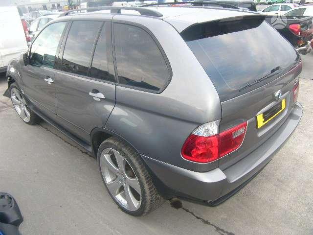 BMW X5. automobilis parduodamas dalimis turime daugiau sitos