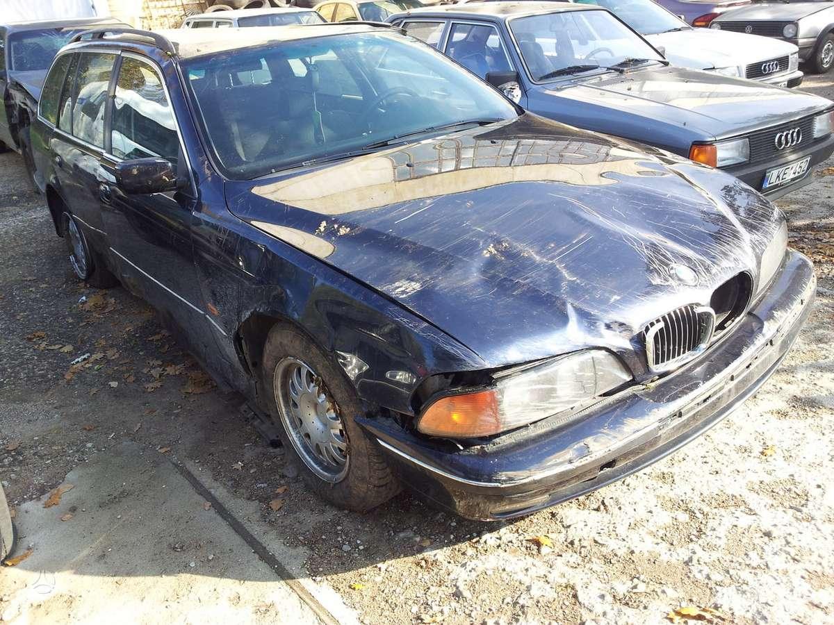 BMW 530 dalimis. Greičių dėžės nebėra.  turime ir daugiau į